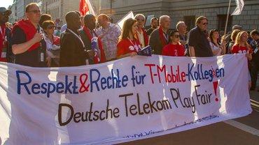 Protest von internationalen Gewerkschaftern in Berlin vor der Telekom-Hauptstadtrepräsentanz
