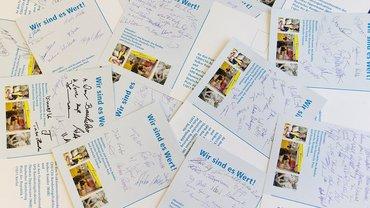 Postkarten mit vielen Unterschriften
