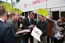 Übergabe von mehr als 15.000 Unterschriften an den Personalvorstand der Telekom