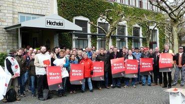 T-Systems vor dem Streiklokal in Bielefeld