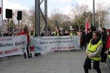 Kundgebung vor dem RuhrCongress in Bochum anlässlich der BetrVers DTKS West am 6.4.2016