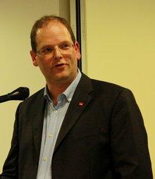 Andreas Franke gibt Informationen und Impulse in der Beamtenpolitischen Konferenz des Landesfachbereichs TK/IT/DV NRW