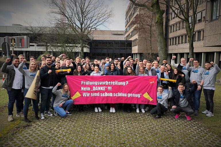 Signal am Rande der Teilvesammlung der Azubis und dual Studierenden der Telekom in Essen